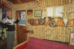 SRBAC-Dusan-Lepir-u-lovackom-muzeju-pored-trofeja-domacih-zivotinja-i-zahvalnica-koje-je-dobio