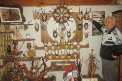 SRBAC-Dusan-Lepir-u-muzeju-pored-trofeja-divljaci-1
